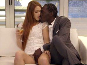 video relacionado Jovencita follado su primera polla enorme y negra