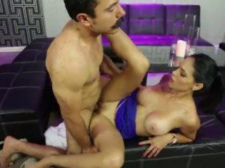 Cubana caliente se folla mexicano en un bar de copas