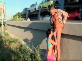 La joven fue follada en medio de la autovía por un viejo verde