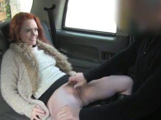 Follada en taxi falso con esta pelirroja