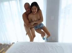 A la cama puta, que te voy a hacer mujer
