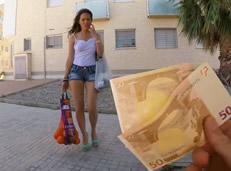 Soltera Española tentada a follar por dinero