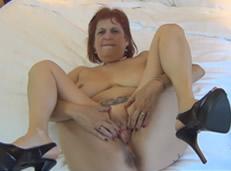 Follando con una vieja en la habitación del hotel