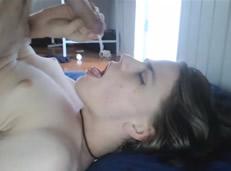 Preciosa jovencita transexual se hace una automamada