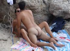 Sexo en Ibiza y pillada de las guapas