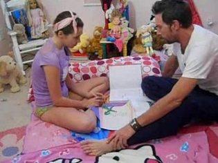 Padre salido obligando a su hija a chupar y follar