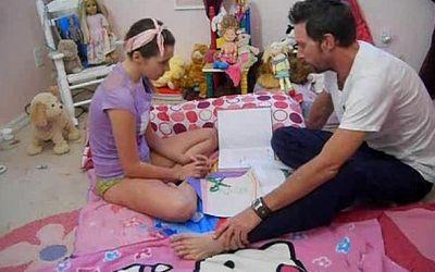 CORINE: Padre Obliga A Follar A Su Hija Real