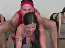 Colegialas del gimnasio pillan a su amiga con el profe