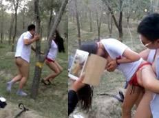 Filtran el vídeo de una colegiala china follada por maduros