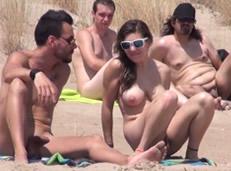 La española Sol hace una orgía en la playa