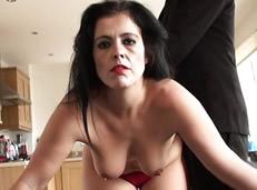 Madura arruinada vende su culo a un pervertido