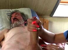 Viejo estafa a una trabajadora sexual