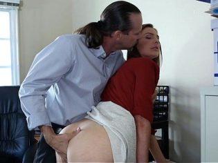 Amorosa secretaria follando por el culo con su jefe ¡esta deliciosa!