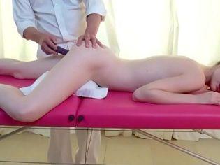 Masaje orgásmico con Emily Bloom ¡Pff! tiene una concha deliciosa