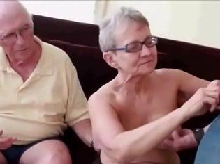 Abuelos follando con el nieto ¡Pff! esta familia está enferma