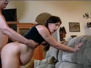 Preña a su nieta y se graba teniendo sexo con ella