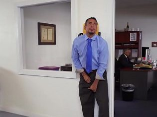 ¡Incesto en la oficina! Follando a mi hija en la oficina del jefe
