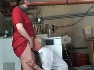 Abuelos follando con su nieta de 18 años ¡es una cerda la chavala!