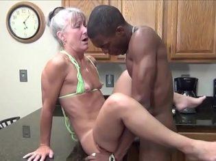 Sexagenaria follando con el hijo ganster del vecino