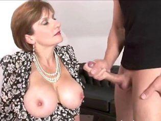 Compilación de videos porno de la zorra de Lady Sonia ¡Esta tía es una ninfómana!
