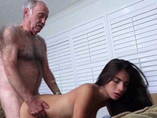 Vejestorio partiéndole la concha a Michelle Martínez ¡qué suerte tiene!