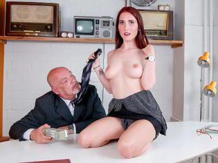 Lia Louise buscando un aumento de sueldo ¡el viejo no la perdono!