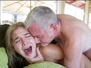 ¡Sácamela, me duele muchísimo! El abuelo de la nena no la perdono
