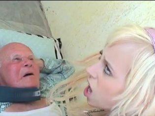 ¡Abuelo que pollon tienes! Con razón la abuela no podía caminar