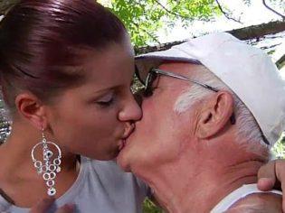 ¡Te amo, abuelito! Yo soy tu única nieta que te da amor