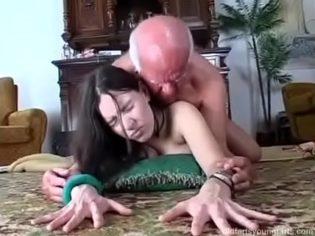 ¡Abuelo no te vengas adentro!