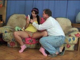 El mejor regalo que papá le ha dado ¡Cerdo incestuoso!