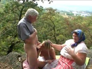 Visitando a los abuelos en la granja ¡los viejos abusaron de la chavala!