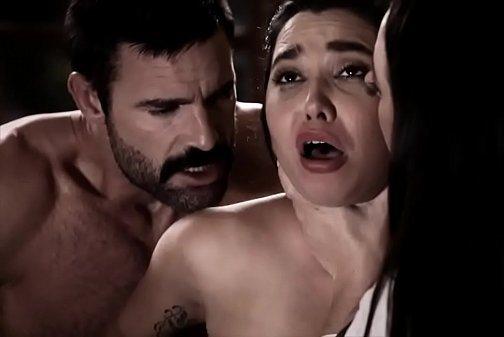Mvideo porno madre obliga a su hija virgen a follar Obligan A Su Hija A Follar Con Ellos Un Matrimonio Incestuoso Videosdeputas Xxx
