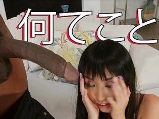 ¡En Japón no la tienen así! Esta putita asiática estaba flipando con la polla del negro