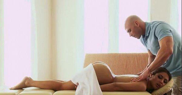 Mamá se excita cuando le doy un masaje porno Se Excito Con El Masaje Le Dio Hasta El Culo Al Masajista Videosdeputas Xxx