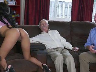 Dos ancianos con una prostituta adolescente ¡Esta divina la perrita!