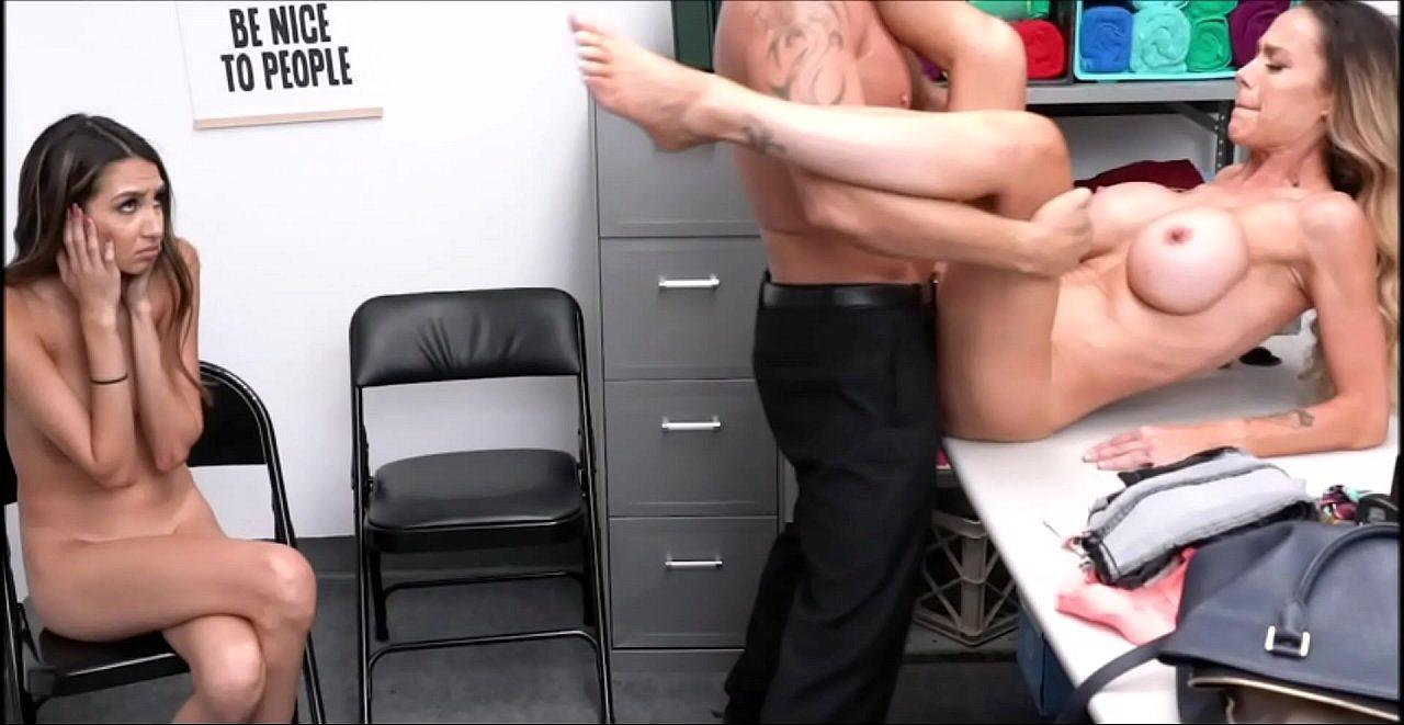 Peliculas Porno De Madres Culonas por su culpa se follan a su mamá ¡la chavala casi se pone a