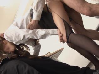 Secretaria japonesa violada en la oficina ¡se moja toda!