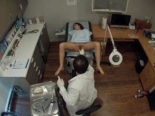 Cámaras ocultas en la consulta de un ginecólogo pervertido