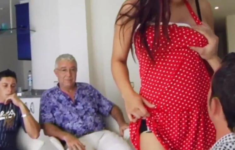 Ofrece a su esposa como pago porno Marido Cornudo Vende A Su Esposa Para Pagar Una Deuda Videosdeputas Xxx