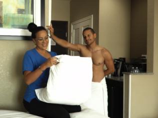 Mujer de la limpieza dominicana seducida por un cliente