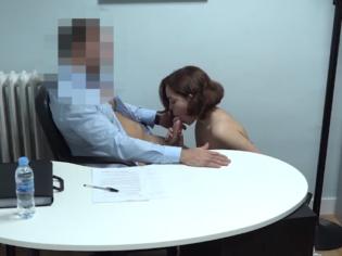 Jovencita española tiene sexo con su profesor para aprobar el curso