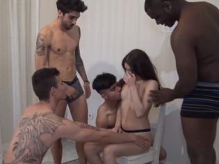 Jovencita española follada por 4 tios