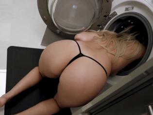 Queda atrapada en la lavadora y su hijo la viola