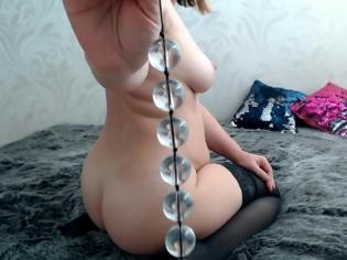 Rusa madurita y sus 6 bolas chinas por el culo