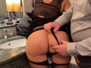 Follando a una puta de lujo después de la cena de negocios