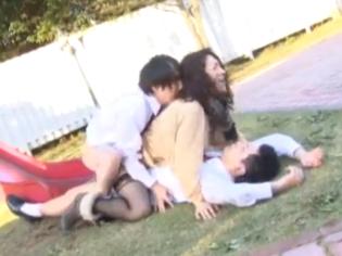 Madre japonesa violada en público por su hijo y los amigos