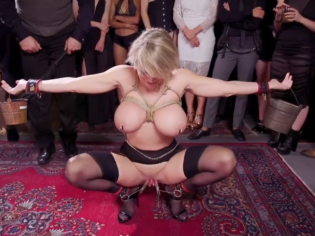 Putas sumisas y dominantes muy cabrones en una loca fiesta de BDSM
