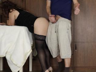 Follada como una perra delante de su marido