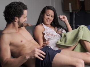 Dominicana morbosa quiere probar la verga de su hermanastro